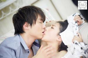 一徹と古川いおりのAV動画のキス画像