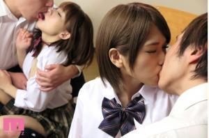 妹を交換して中出しする椎名そらAV動画のキス画像