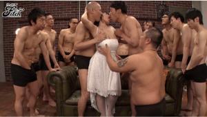 澁谷果歩(Kaho Shibuya)の引退作のAV動画のキス画像