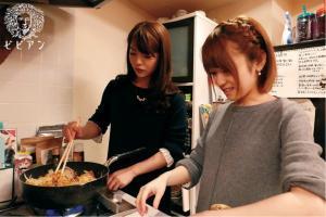 ガチレズカップルである椎名そらと月島ななこ(片桐えりりか)のAV動画の画像