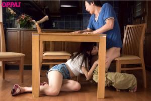 彼女のお姉さん浜崎真緒に巨乳と中出しOKで誘惑されるAV動画のフェラチオ画像