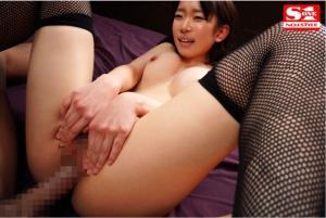 絶頂ポルチオ開発の為巨根で膣中イキオーガズムさせられる架乃ゆらのAV動画の正常位画像