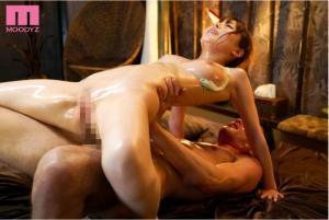 ビクビク痙攣が止まらない 性感開発オイルマッサージを受ける九重かんなのAV動画の背面騎乗位画像