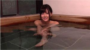 温泉日帰りで12発射精しちゃうヤリまくる松岡ちなの引退作AVの入浴画像