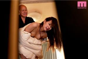 3日で子宮堕ちした姉の美谷朱里のAV動画の画像