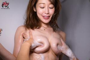 お願いされたら断れないおっとり天然な人妻お姉さんの無自覚な誘惑される篠田ゆうのAV動画のおっぱい画像