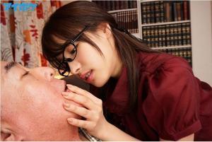 桃乃木かなのキス