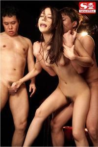 グラドル吉高寧々のノンストップ連続射精セックスのAV動画の立ちバック画像