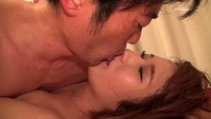 鮫島健介のAV動画のキス画像