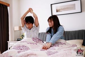 美人妻美谷朱里が何度もネトラレタイムリープする結城結弦のAV動画の画像