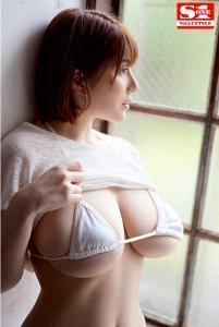 有栖花あかのデビューAV動画の水着画像