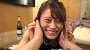 広島弁の方言女子七海ひなのAV動画のスマイル画像