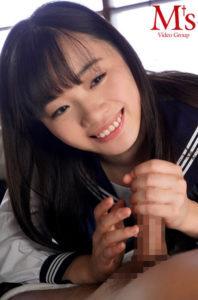 愛しのヤモリ先生 制服美少女花音うららと中年教師の変態的ベロキス中出し性交のAV動画の手コキ無料画像