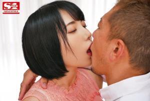 安位カヲルのエスワンデビューエロAV動画のキス画像