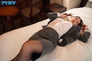 出張先相部屋NTR絶倫の上司に一晩中何度もイカされ続けた巨乳女子社員の梓ヒカリのAV動画の無料サンプルの画像